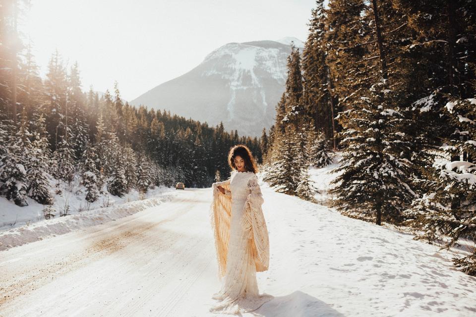 Winter Mountain Bohemain Bridal Inspiration - Michelle Larmand Photography - Banff Wedding Photography -010