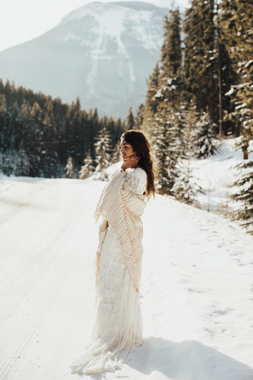 Winter Mountain Bohemain Bridal Inspiration - Michelle Larmand Photography - Banff Wedding Photography -015
