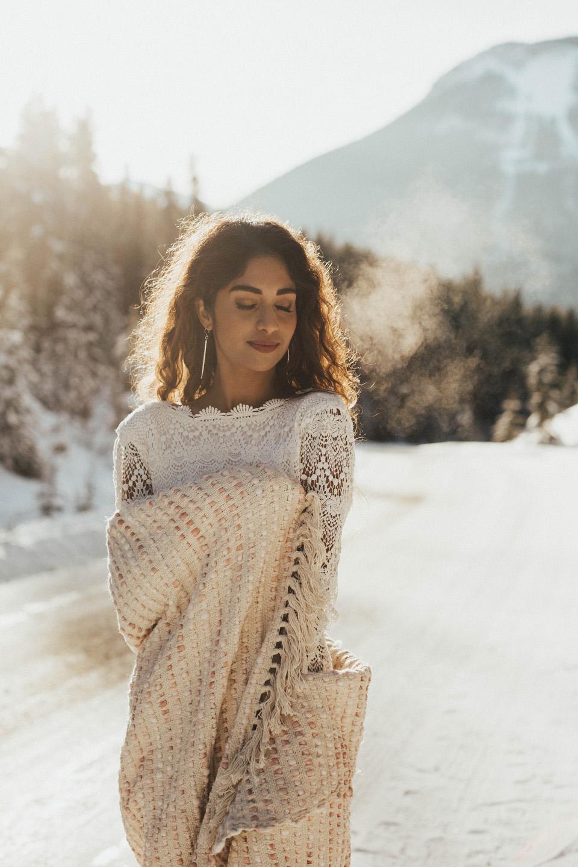 Winter Mountain Bohemain Bridal Inspiration - Michelle Larmand Photography - Banff Wedding Photography -019