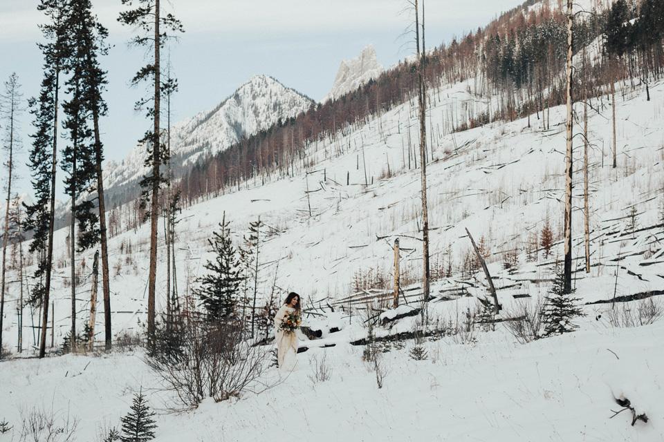 Winter Mountain Bohemain Bridal Inspiration - Michelle Larmand Photography - Banff Wedding Photography -053