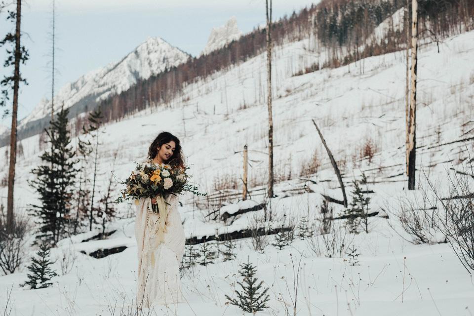 Winter Mountain Bohemain Bridal Inspiration - Michelle Larmand Photography - Banff Wedding Photography -054