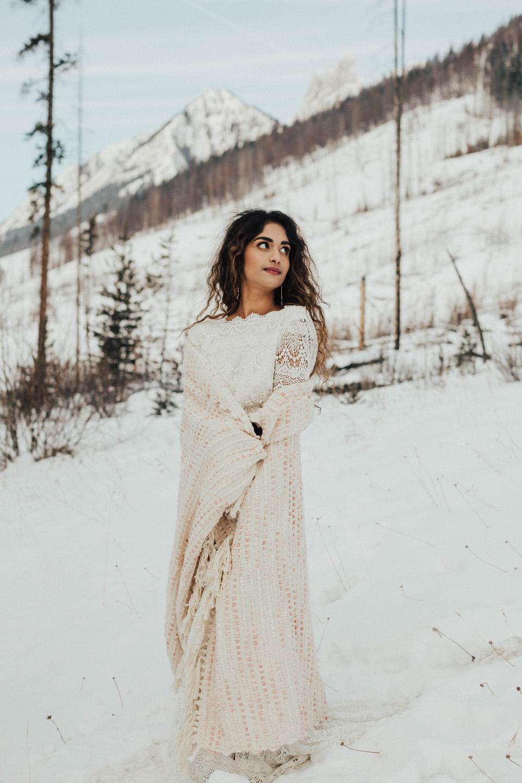 Winter Mountain Bohemain Bridal Inspiration - Michelle Larmand Photography - Banff Wedding Photography -061