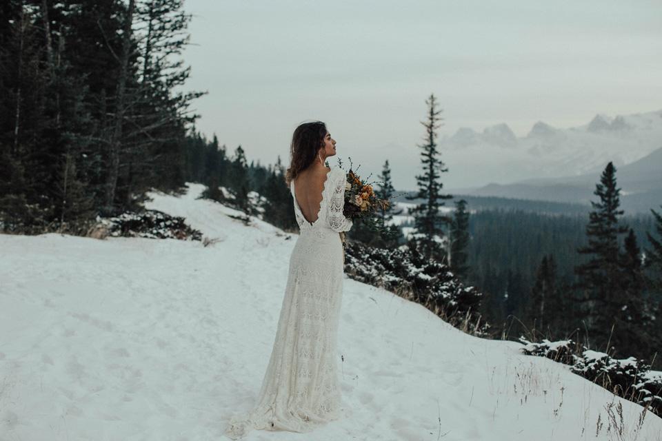 Winter Mountain Bohemain Bridal Inspiration - Michelle Larmand Photography - Banff Wedding Photography -081