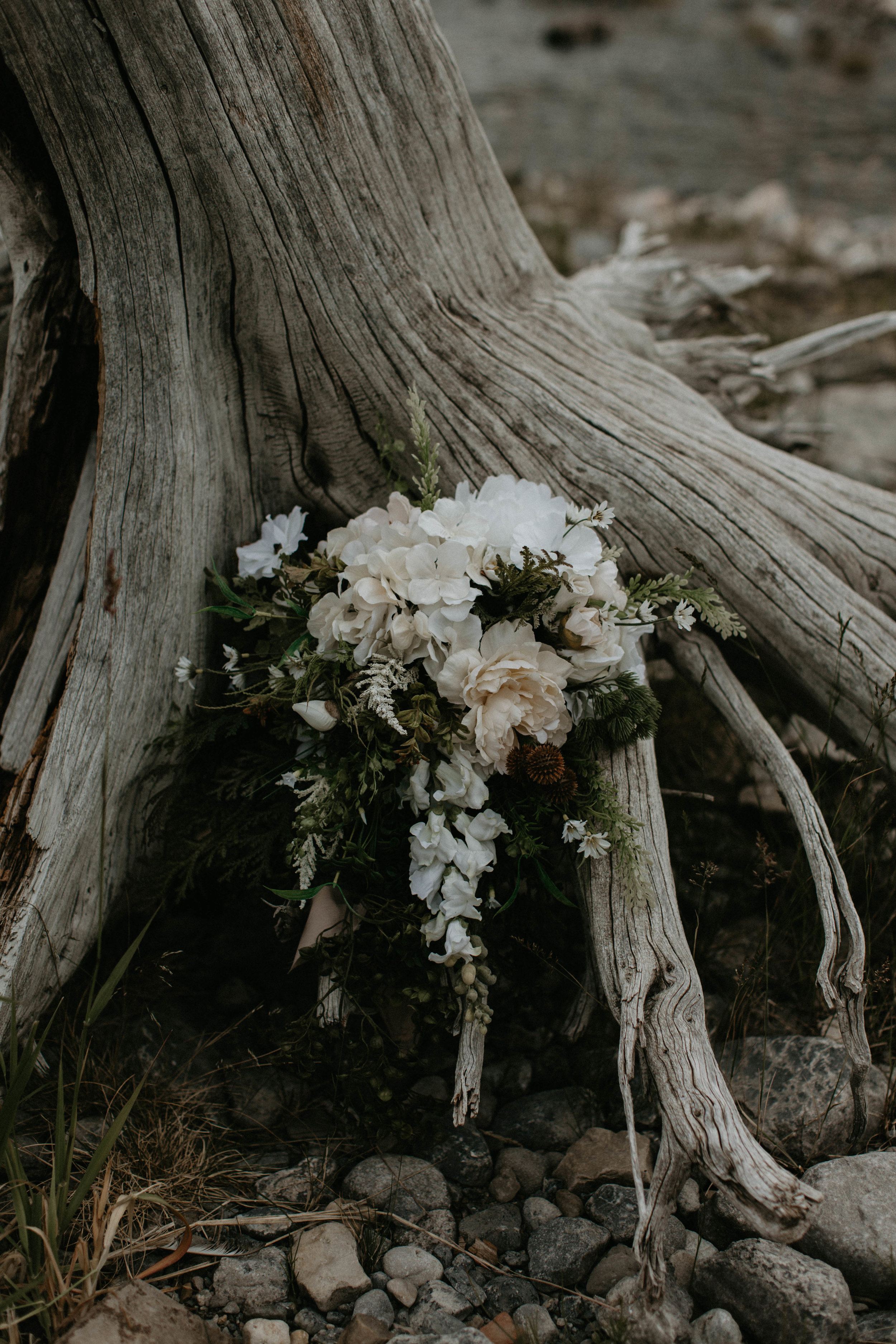 wedding flowers - Canmore wedding | Michelle Larmand Photography