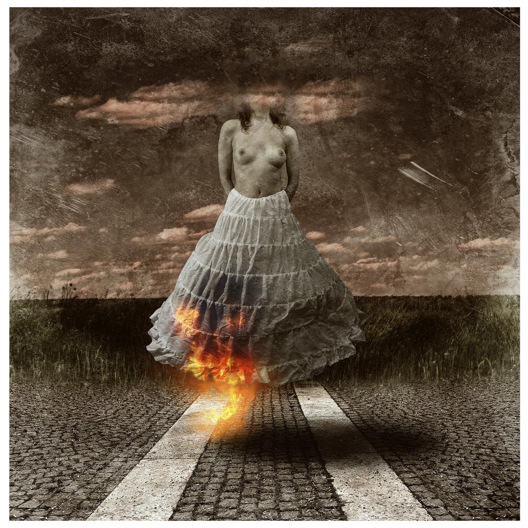 Burning woman. (2016)