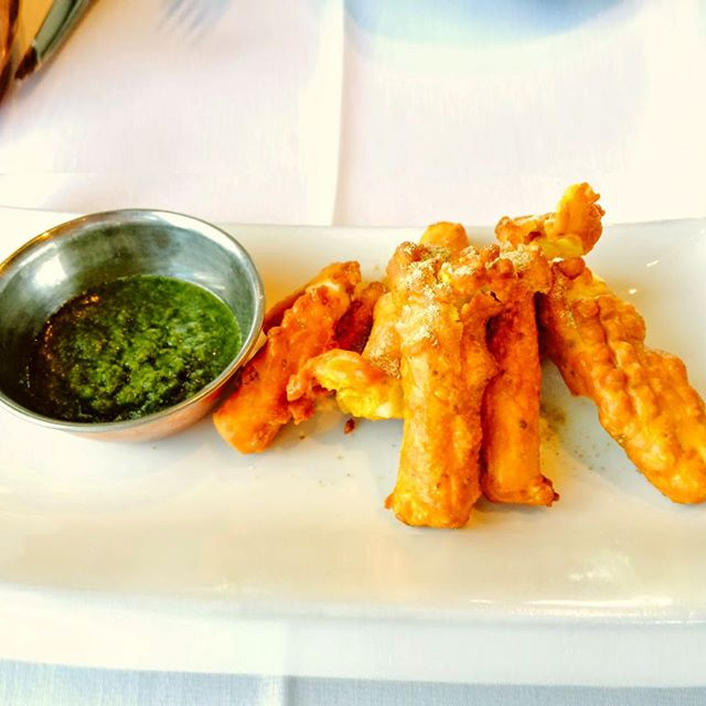 Tempura styled Paneer Pakoras, coated in homemade Chickpea Batter, frizzled to perfection served with light, crispy fennel seed and mint chutney. #paneerpakoras #calgaryfood‬ #calgaryfoodie‬ #calgary‬ #yycfood‬ #yyceats‬ #yycliving‬ #nawabrestaurantcalgary‬ #indianfood‬ #citypalate‬ #avenuemagazine‬ #avenuemagazinecalgary