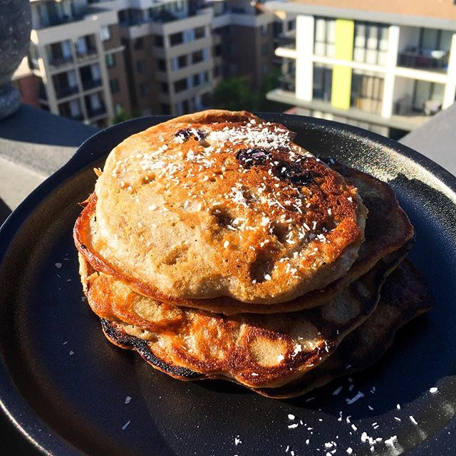 How do you have your pancakes🥞 ? • Yesterday we had some ultra fluffy banana and blueberry buckwheat pancakes (with an extra strong coffee) to start Sunday off with a bang. Not the most nutritious breakfast available but it was a nice and satisfying way to load up on carbs in the morning. • Comment 👇 your favourite pancake ingredients