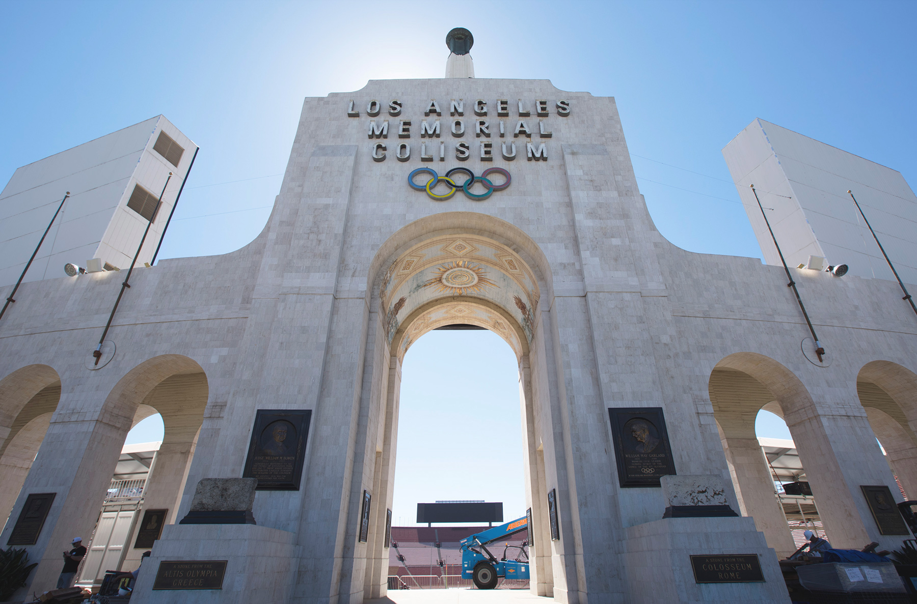 Legends at the Los Angeles Memorial Coliseum has unveiled new food concept for their patrons this season. (Whatsgoodinsports.com photo)
