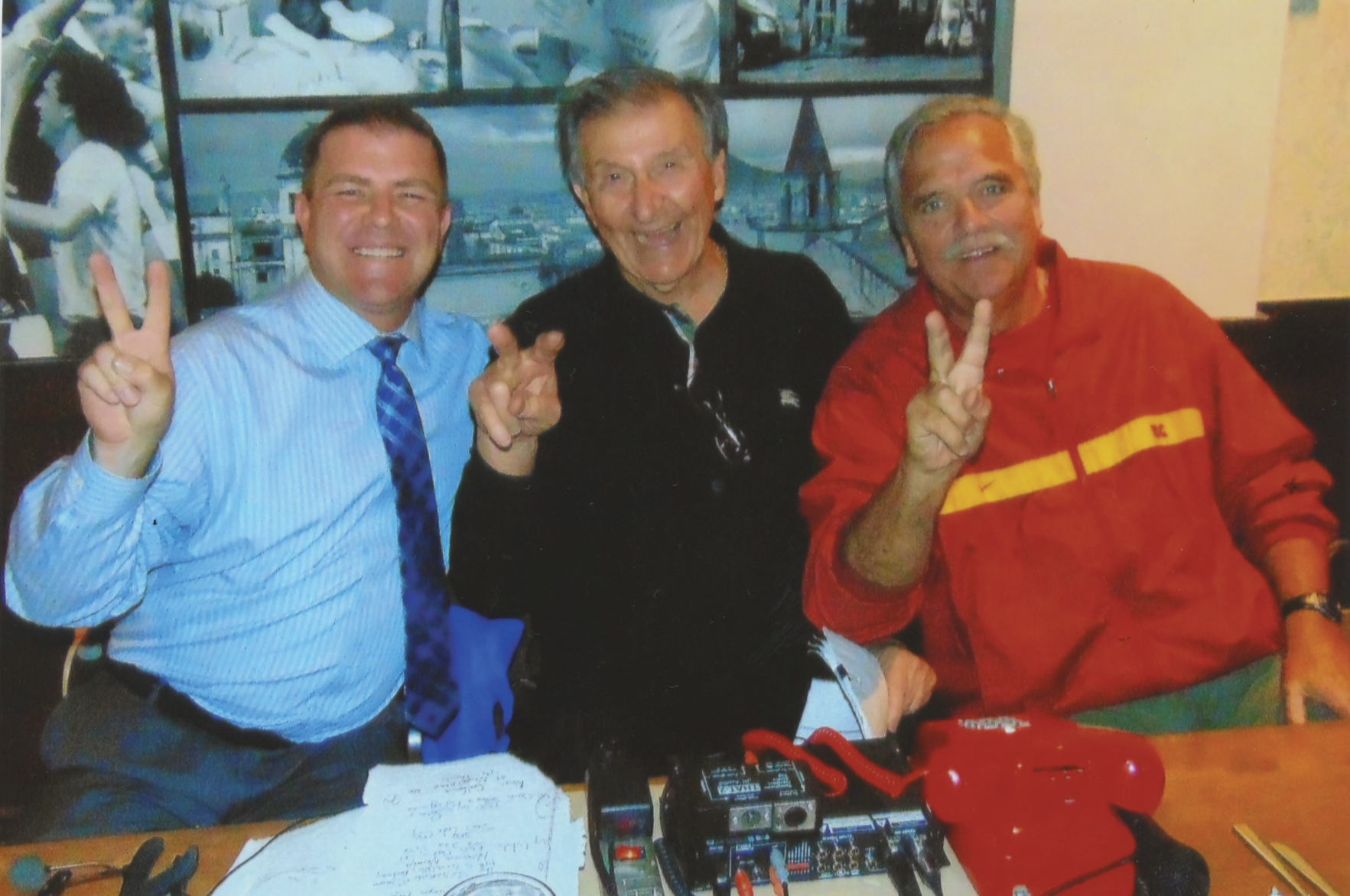 """""""Trojan Talk"""" (L to R) Kevin Shaw, Harvey Hyde and Pete Arbogast share a moment at Settebello Pizzeria Napoletana in Pasadena where some 100 Trojan fans gathered to hear """"The Harvey Hyde Show- Voice of the Trojans"""". Arbagast was the guest of the week. (Earl Heath Photo)"""