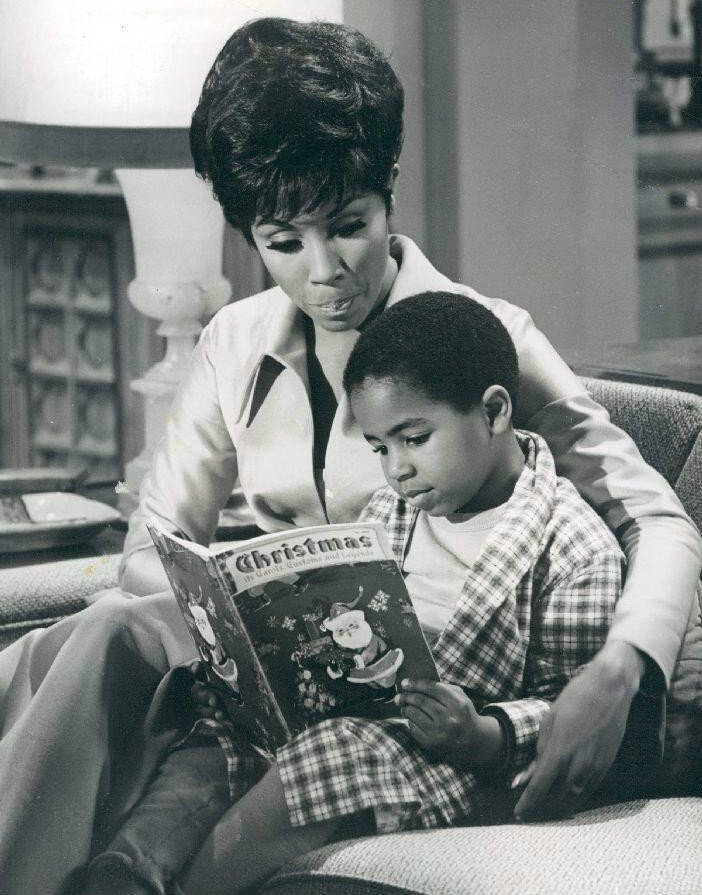"""Carroll starred as nurse Julia Baker in """"Julia,"""" the hit NBC show that aired from 1968 to 1971. The program aired on NBC from 1968 to 1971. (Photo: NBC Television / Wikimedia Commons)"""