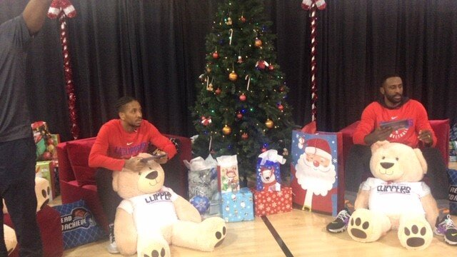 LA Clippers Rodney McGruder and Patrick Patterson read books to during the Clippers Foundation Event. (Cam Buford Photo)