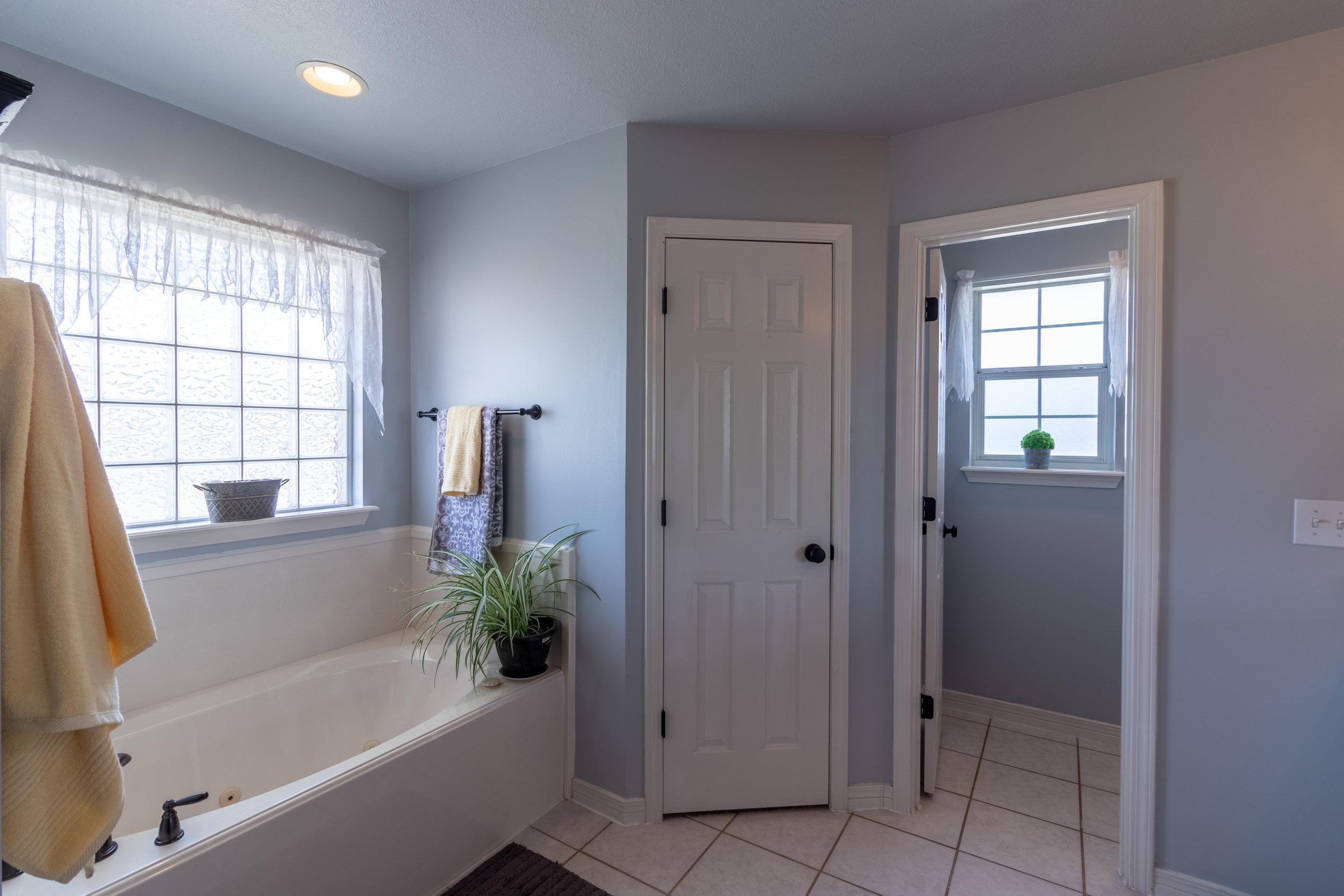 Master Bathroom-4.jpg