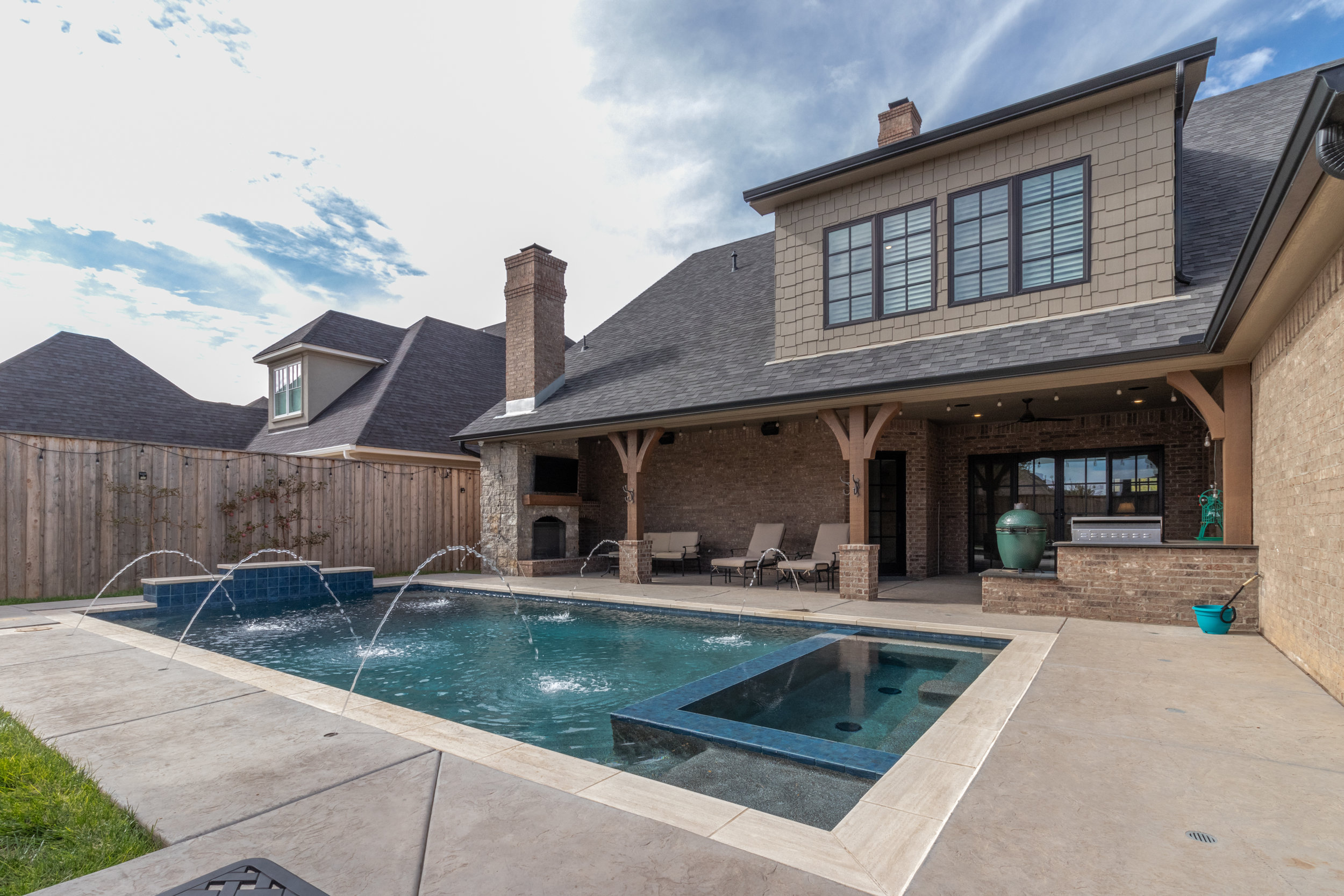 Pool and patio-1.jpg