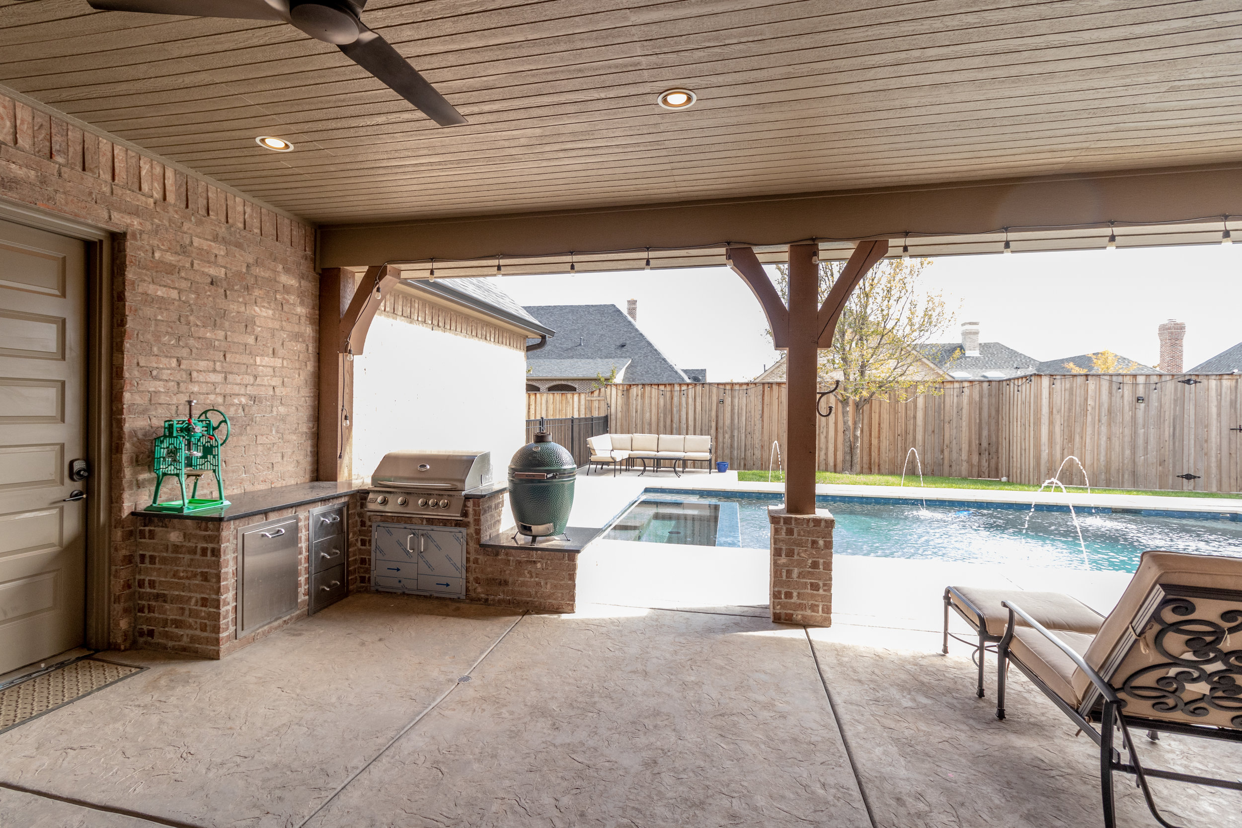 Pool and patio-4.jpg