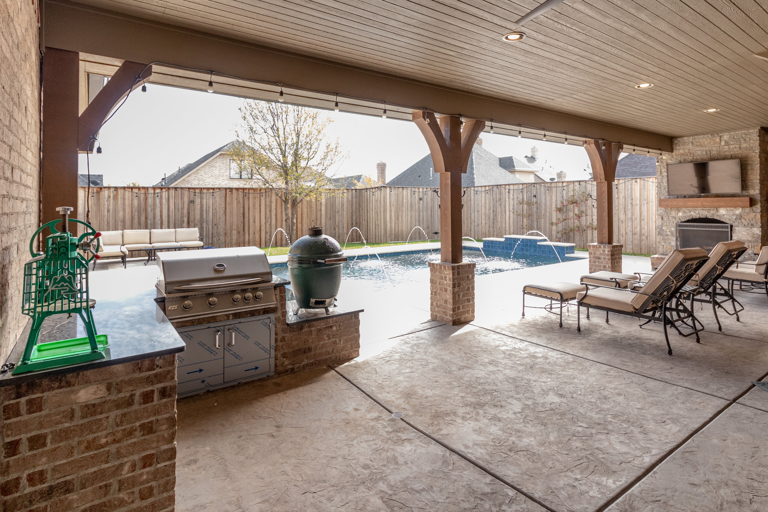 Pool and patio-5.jpg