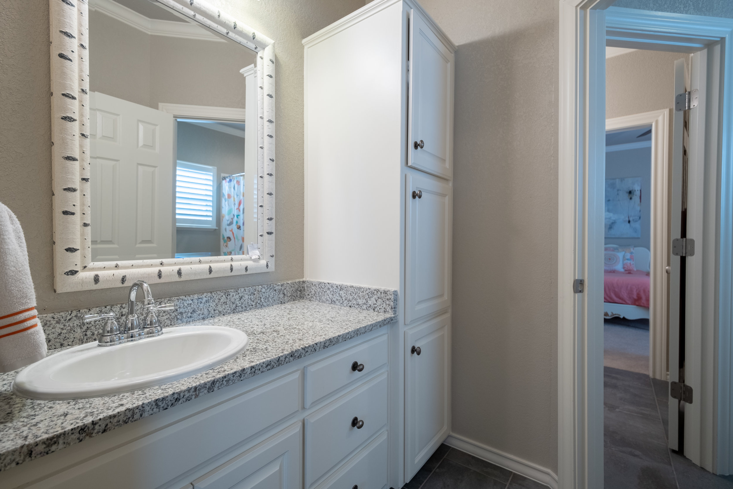 Bathroom 4-1.jpg