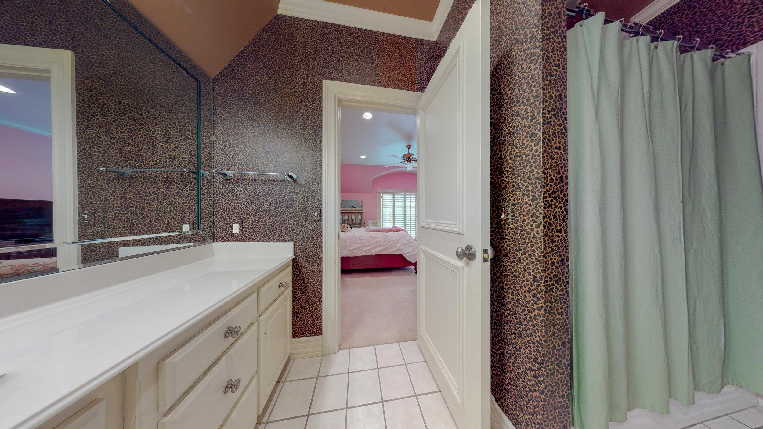 Bathroom 4-2.jpg