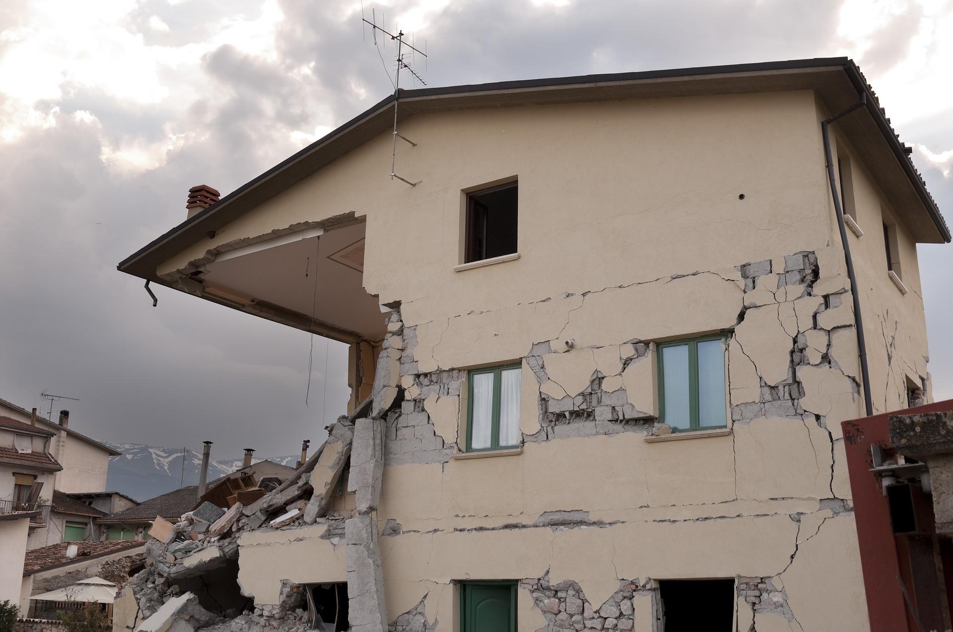 earthquake-1665887_1920.jpg