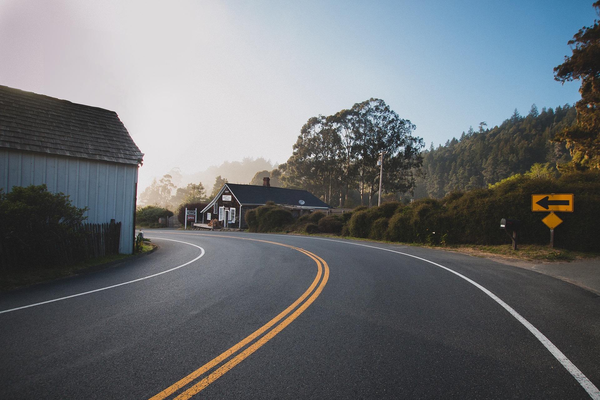road-863126_1920.jpg