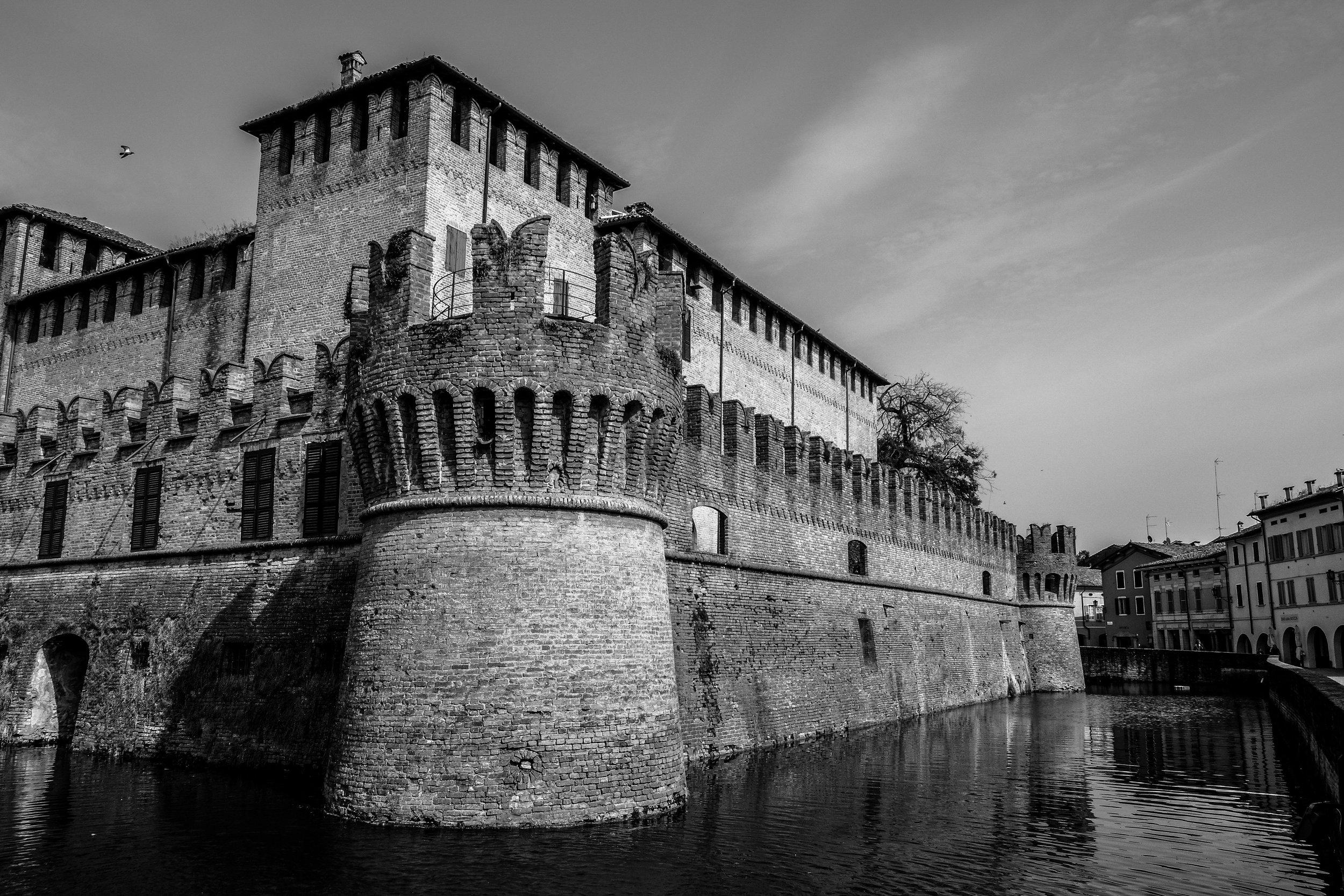 ancient-architecture-black-white-97294.jpg