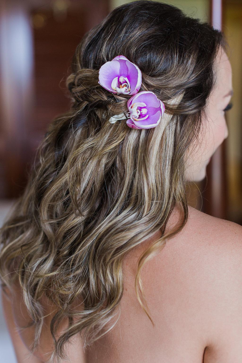 kauai-wedding-flowers-hair.jpg