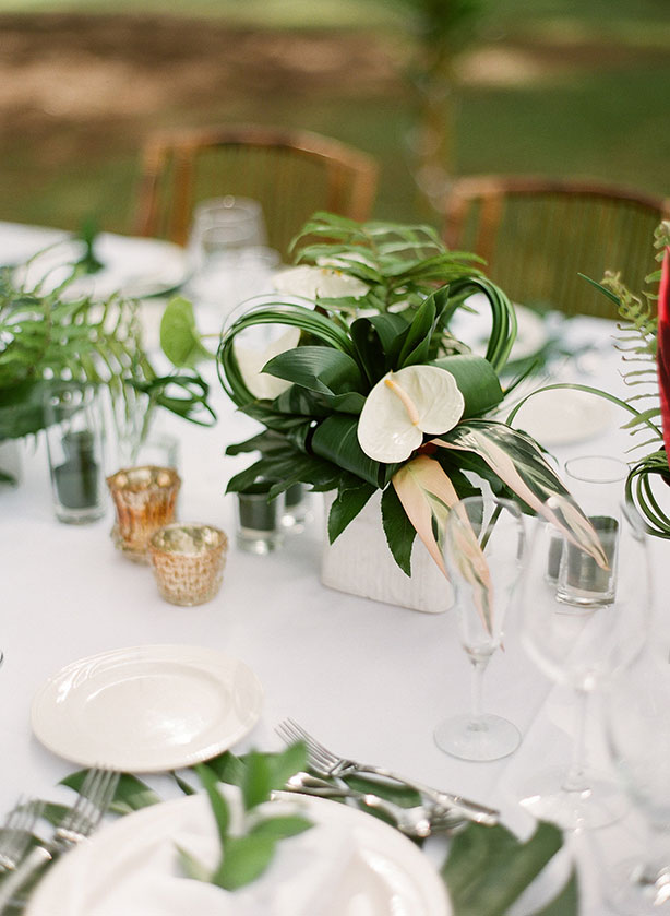 tropical-decor-wedding-waimea-cottages.jpg