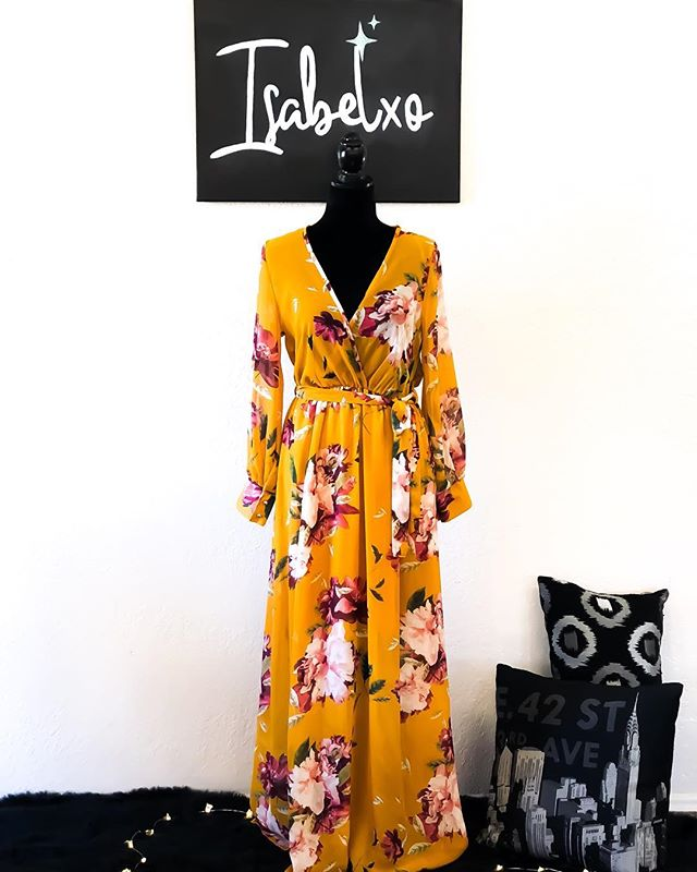 A new arrival that debuted at the first ever pop up shop! Yellow floral dress is now available! 🌻 @shopisabelxo  #isabelxo #dress #floral #fall #yellow