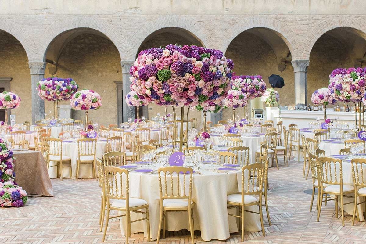 Purple themed flowers wedding centerpiece Federica Ambrosini