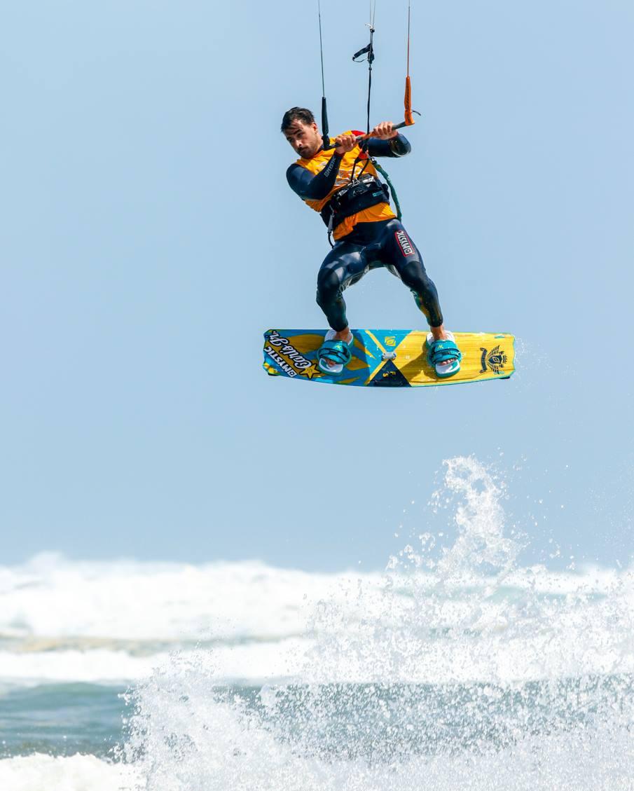 marc-jacobs-muriwai-kitesurfing.png