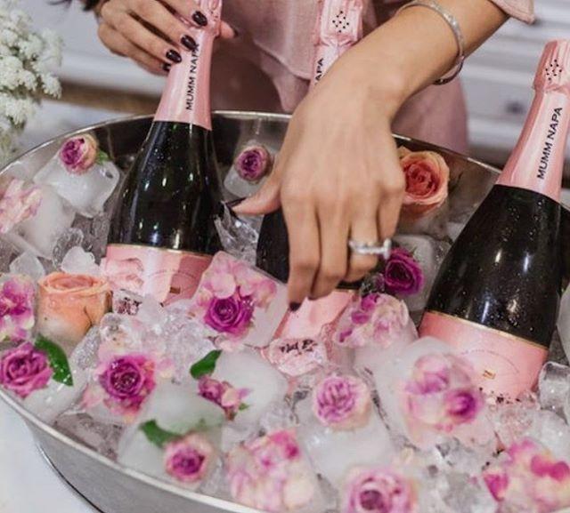 Sunday prettiness 🌸🥂Coupled with our Prosecco Cart why not some edible blooms to your ice cubes with this pretty idea from @chowhound. . . . #caravanbar #mobilebar #vintage #vintagecaravan #willow #vintagecaravanbar #mclarenvale #mclarenvalewine #mclarencvalewedding #fleurieu #sa #southoz #southaustralia #adelaidehills #adelaidehillswines #hills #barossavalley #barossawines #Adelaide #wedding #adelaidewedding #vintageweddings #fleurieuweddings