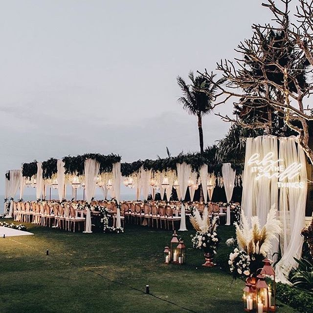 D R E A M Y  B A L I  W E D D I N G 💫🌟💫⭐️💫⭐️💫⭐️💫⭐️ Neon lights, flowers and soft tones . . Photo credit: @fontainephoto_  #weddinginspiration #caravanbar #mobilebar #vintage #vintagecaravan #willow #vintagecaravanbar #mclarenvale #mclarenvalewine #mclarencvalewedding #fleurieu #sa #southoz #southaustralia #adelaidehills #adelaidehillswines #hills #barossavalley #barossawines #Adelaide #wedding #adelaidewedding #vintageweddings