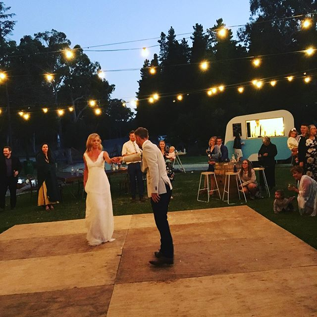✨You are my today and all of my tomorrow ✨ Willow our Caravan bar is looking picture perfect while the beautiful newly weds Lauren and Ash share their first dance ❤️💕 Contact us for all your BYO bar needs 🥂 Details in our bio ➡️ . . . . #caravanbar #mobilebar #vintage #vintagecaravan #willow #vintagecaravanbar #mclarenvale #mclarenvalewine #mclarencvalewedding #fleurieu #sa #southoz #southaustralia #adelaidehills #adelaidehillswines #hills #barossavalley #barossawines #Adelaide #wedding #adelaidewedding #vintageweddings #kuitpoforest #kuitpo