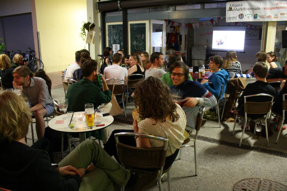 We were invited by the project  Forgartenmarkt  to host a a screening-night.