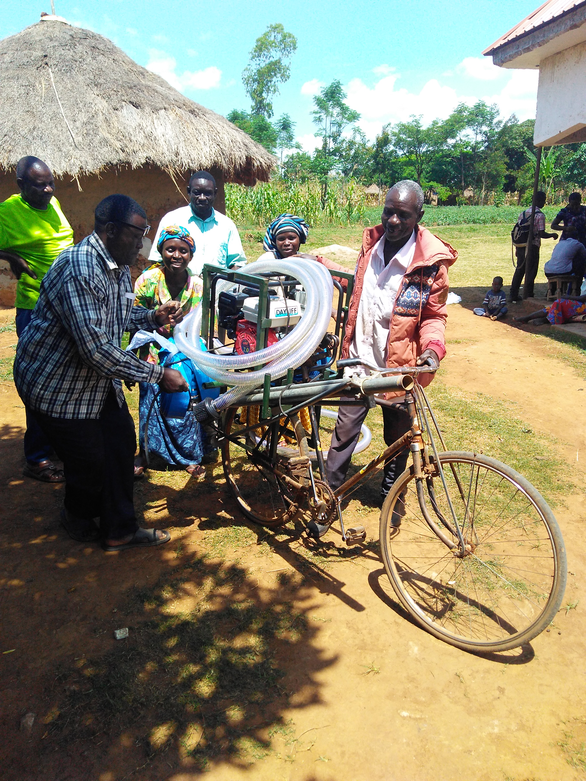 Shareable—and moveable—irrigation.   Farmers at Tente hand off the bicycle-carry irrigation system, which is maintained by the irrigation group and circulated among members.