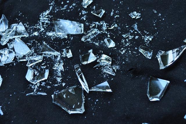 glass-1818065_640.jpg
