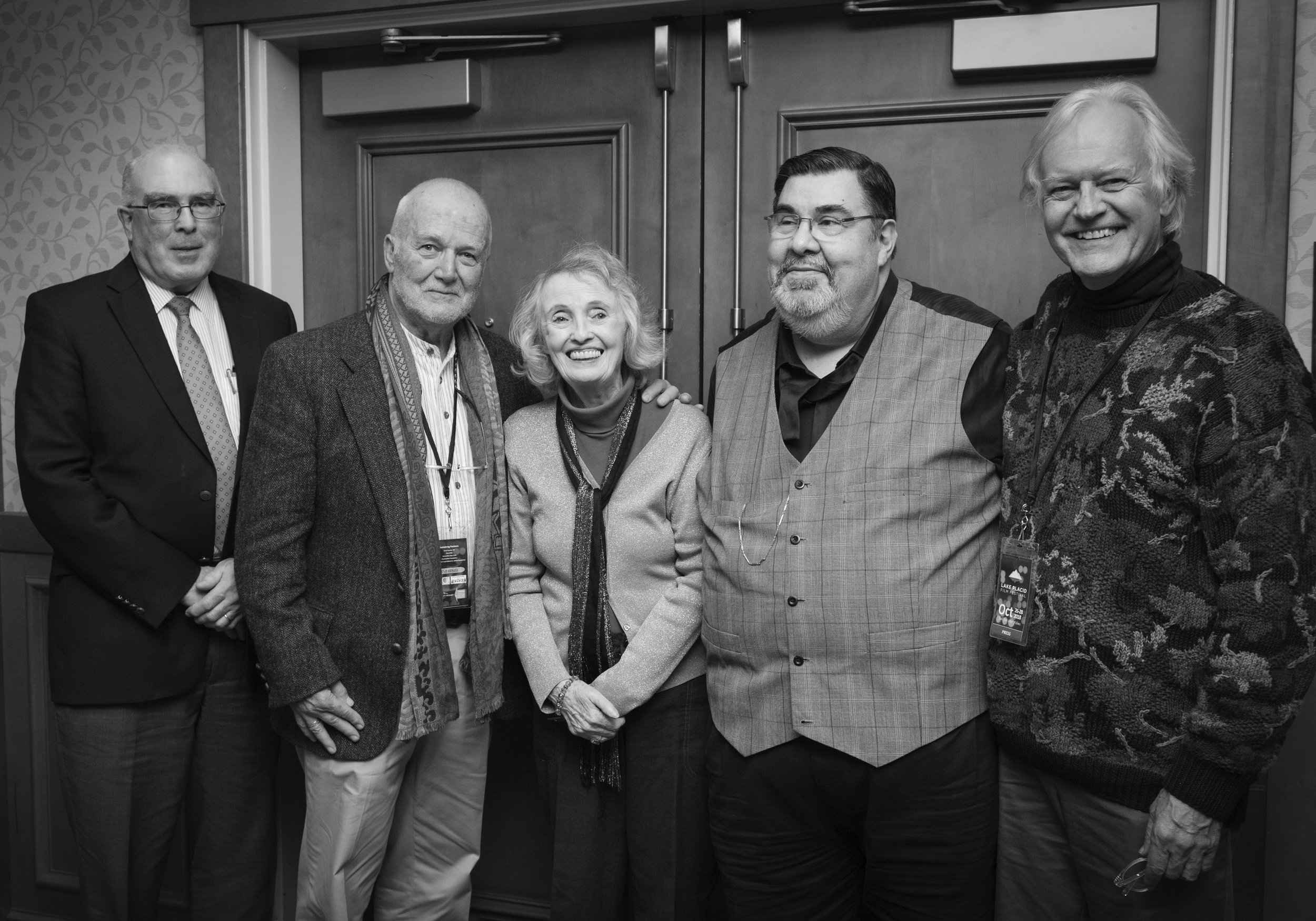 ADIRONDACK FILM SOCIETY / LAKE PLACID FILM FESTIVAL CO-FOUNDERS WITH 2019 TRIBUTE GALA HONOREE RUSSELL BANKS AT 2018 TRIBUTE GALA HONORING KATHLEEN CARROLL)  (LEFT TO RIGHT: JOHN HUTTLINGER, RUSSELL BANKS, KATHLEEN CARROLL, NELSON PAGE, NAJ WYCOFF)