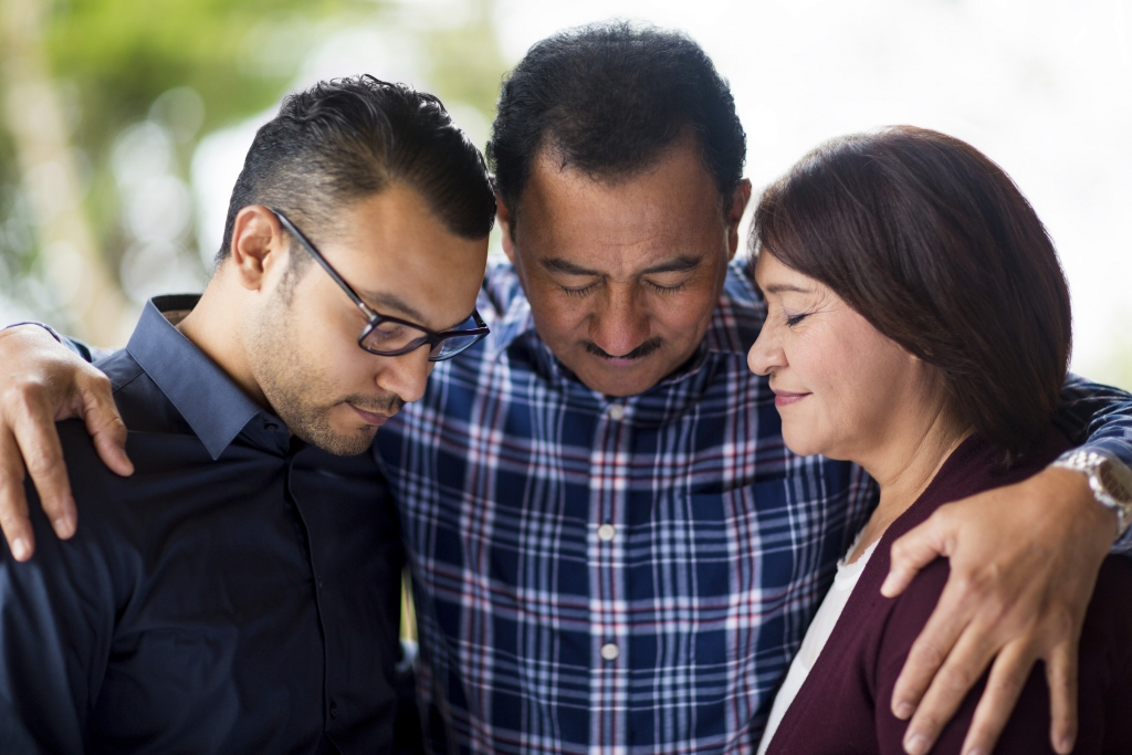 Español - DCNaz Español, dirigido por el pastor David Charles, es un ministerio integral de la Iglesia del Nazareno de Dodge City. Con la misión de compartir el Evangelio con tantas personas en nuestra comunidad como sea posible, la incorporación de este ministerio hispano es verdaderamente una bendición.