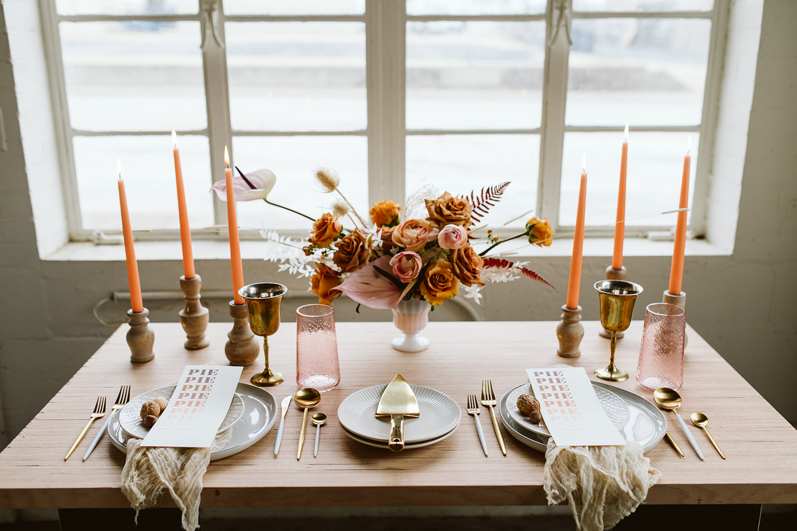 fall tablescape. fall wedding. peach wedding. peach table. peach decor. wedding deserts. reception decor. reception table. tablescapes. elopement table. intimate meal. wedding reception. reception with pies. moody colors. light and airy reception. modern reception. gold details. vintage table setting. boho tablescape. color of the year 2019.