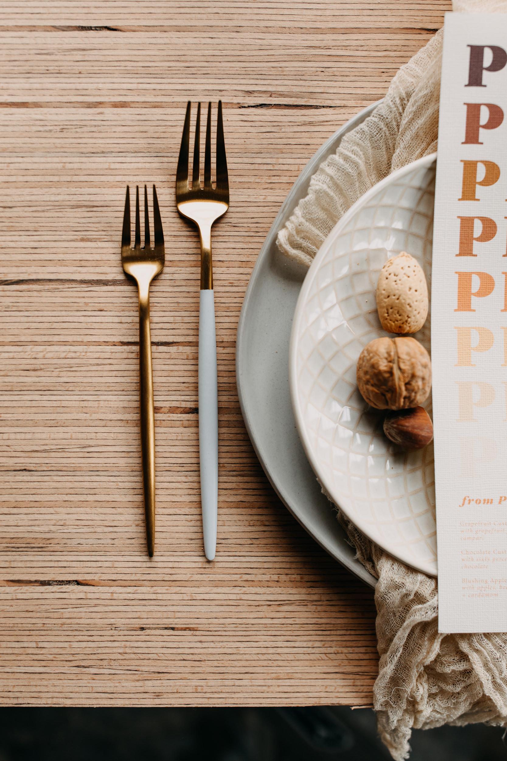 tablescape. wedding menu. reception menu. wedding table. wedding place setting. monochromatic table. monochromatic wedding. monochrome wedding. monochromatic wedding decor. modern wedding table. eclectic wedding table.