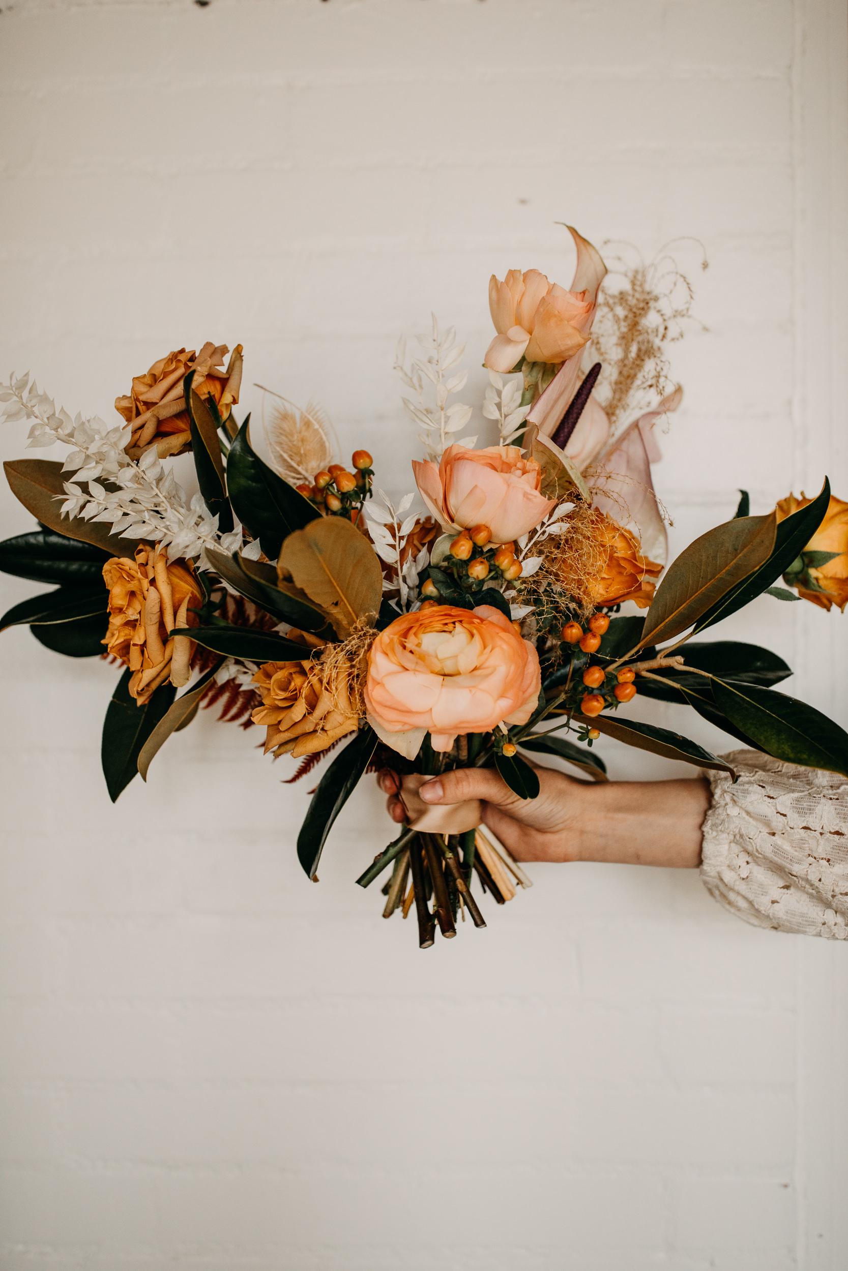 bouquet details. stunning bouquet. wedding bouquet. elopement bouquet. earthy floral arrangement. neutral airy wedding. intimate wedding bouquet. asymmetrical arrangements.