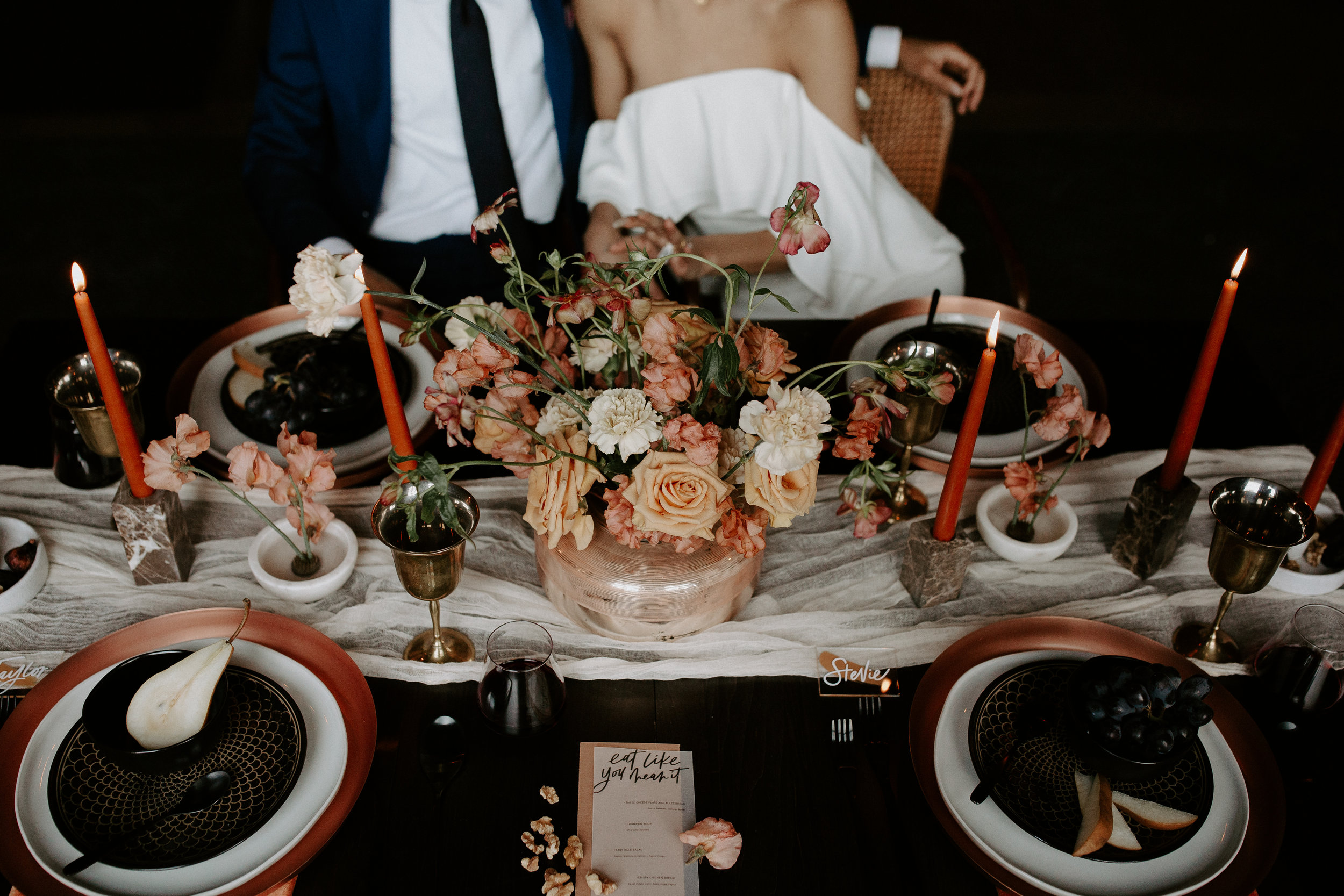 wedding table. elopement table. intimate table. wedding color pallet. moody wedding. moody elopement. adventurous flowers. boho bride. adventure bride. elopement planner.