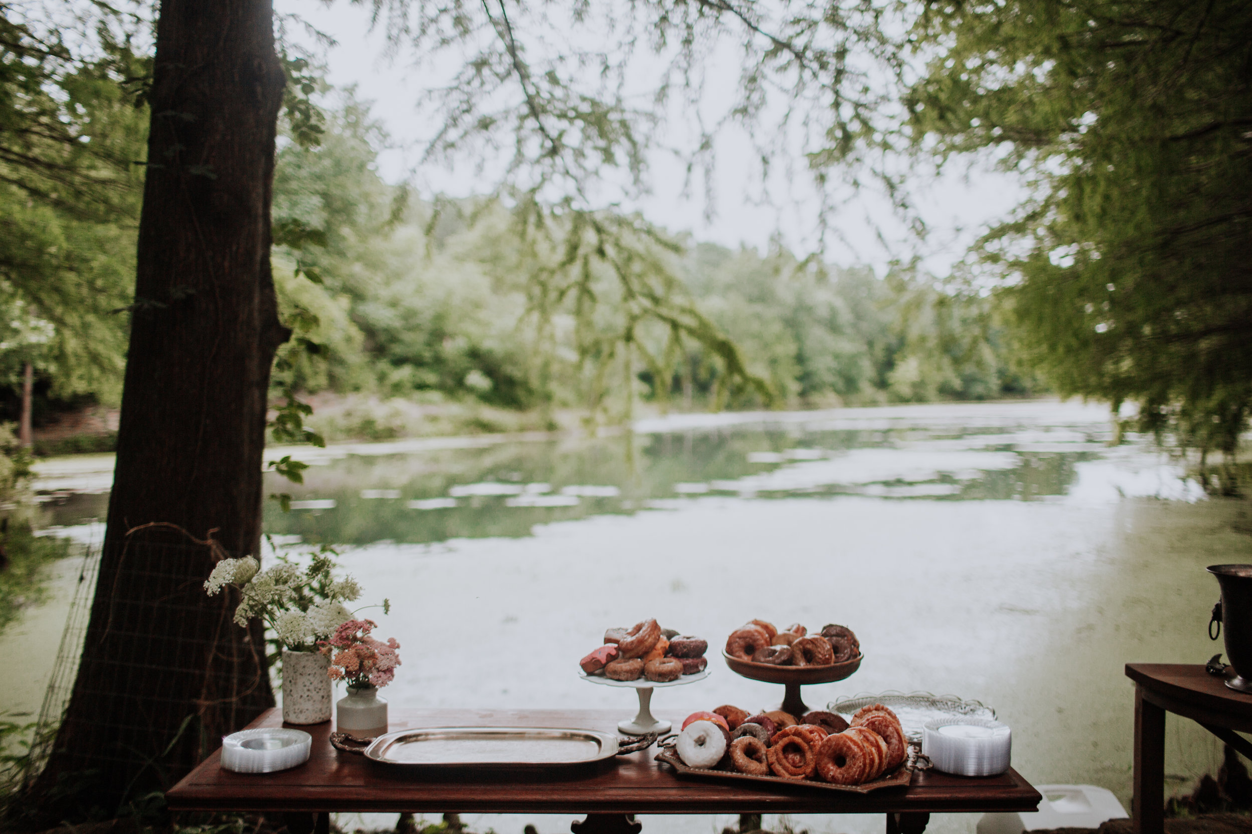 dessert table. dessert tablescape. wedding dessert. elopement dessert. alternative dessert. outdoor elopement. creative entrepreneurs brunch. midwest brunch event. midwest entrepreneur event. midwest entrepreneur educational event.