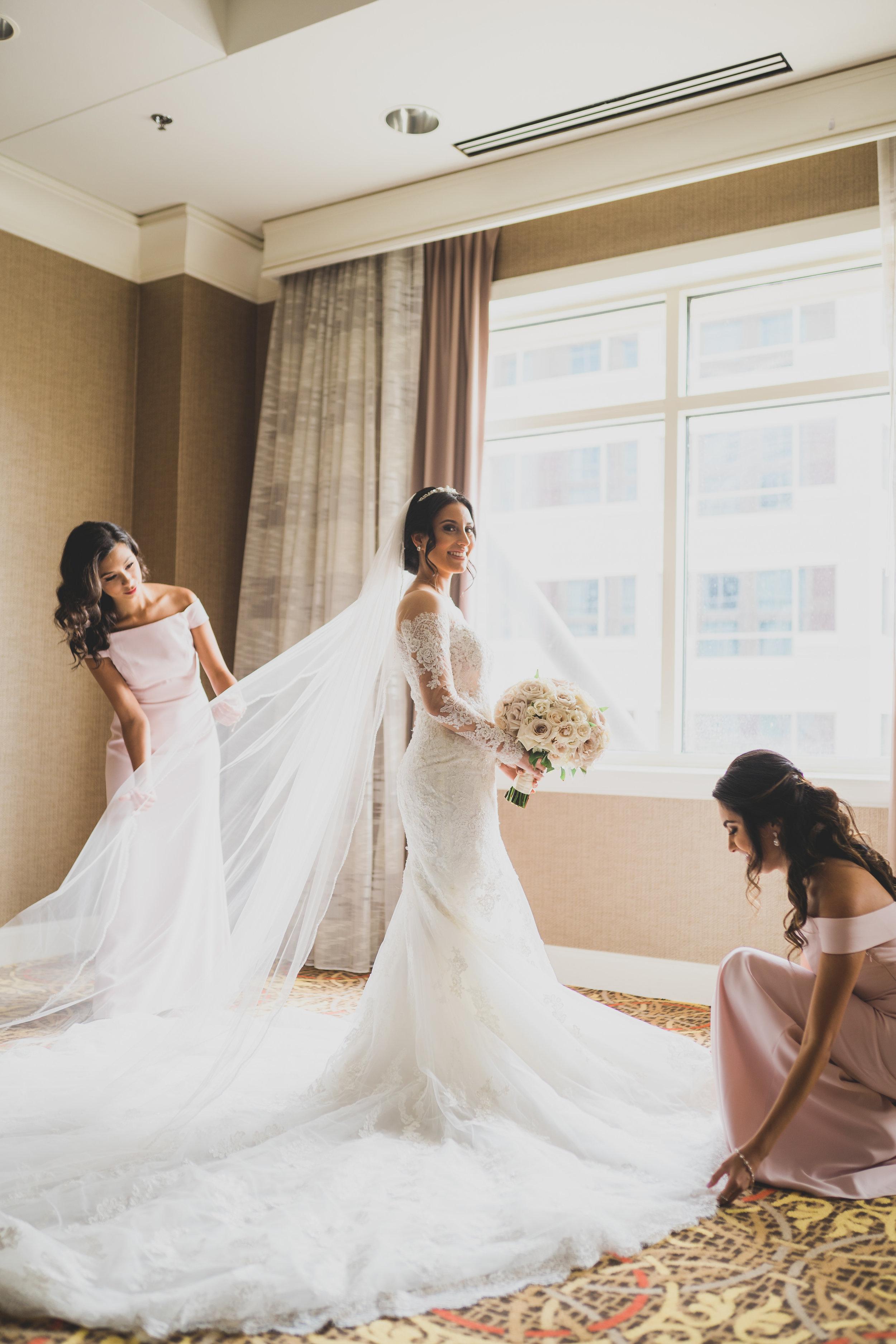 sugar-land-tx-wedding-photography-marriott-getting-ready-2