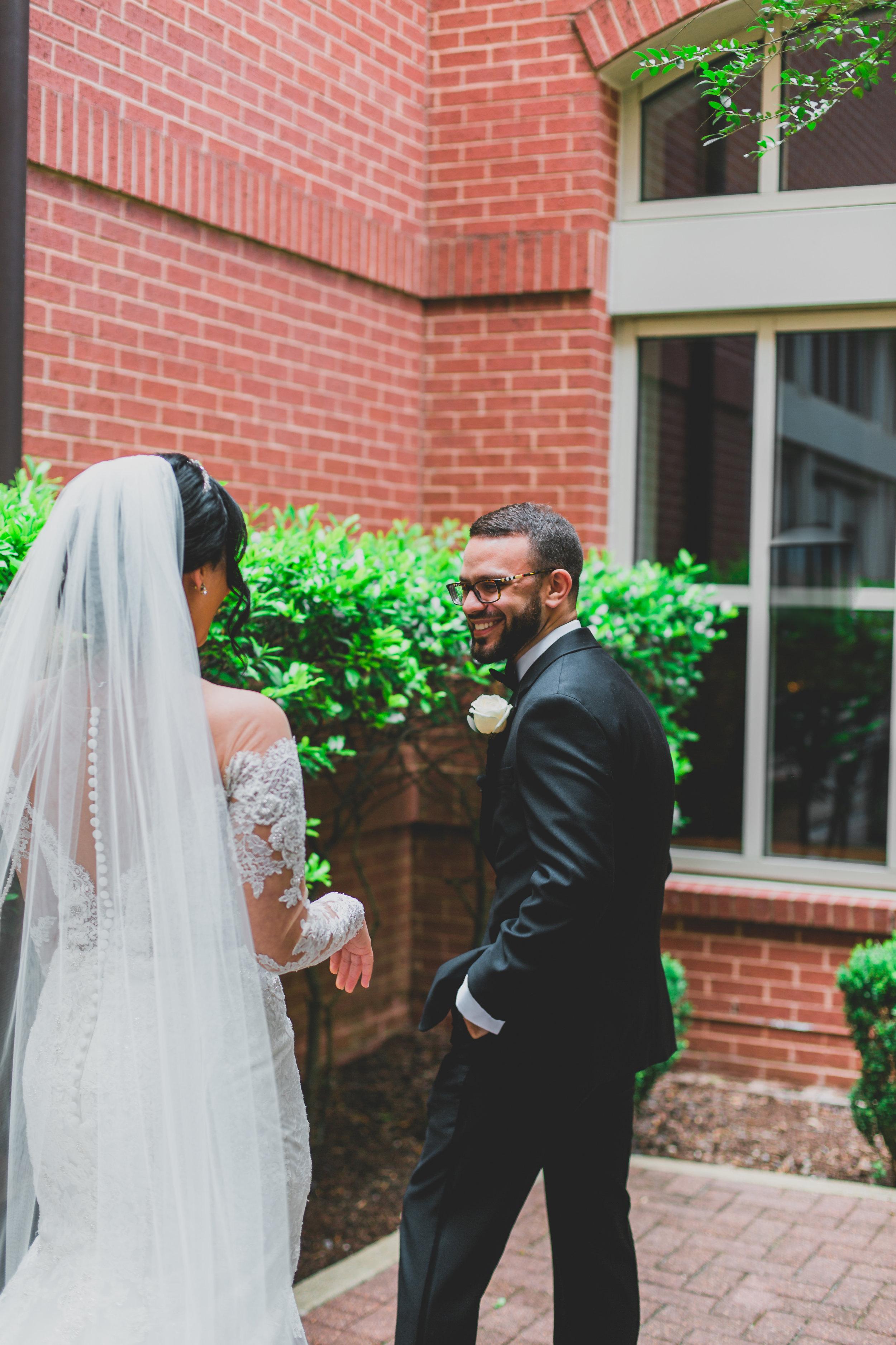 sugar-land-tx-wedding-photography-marriott-first-look