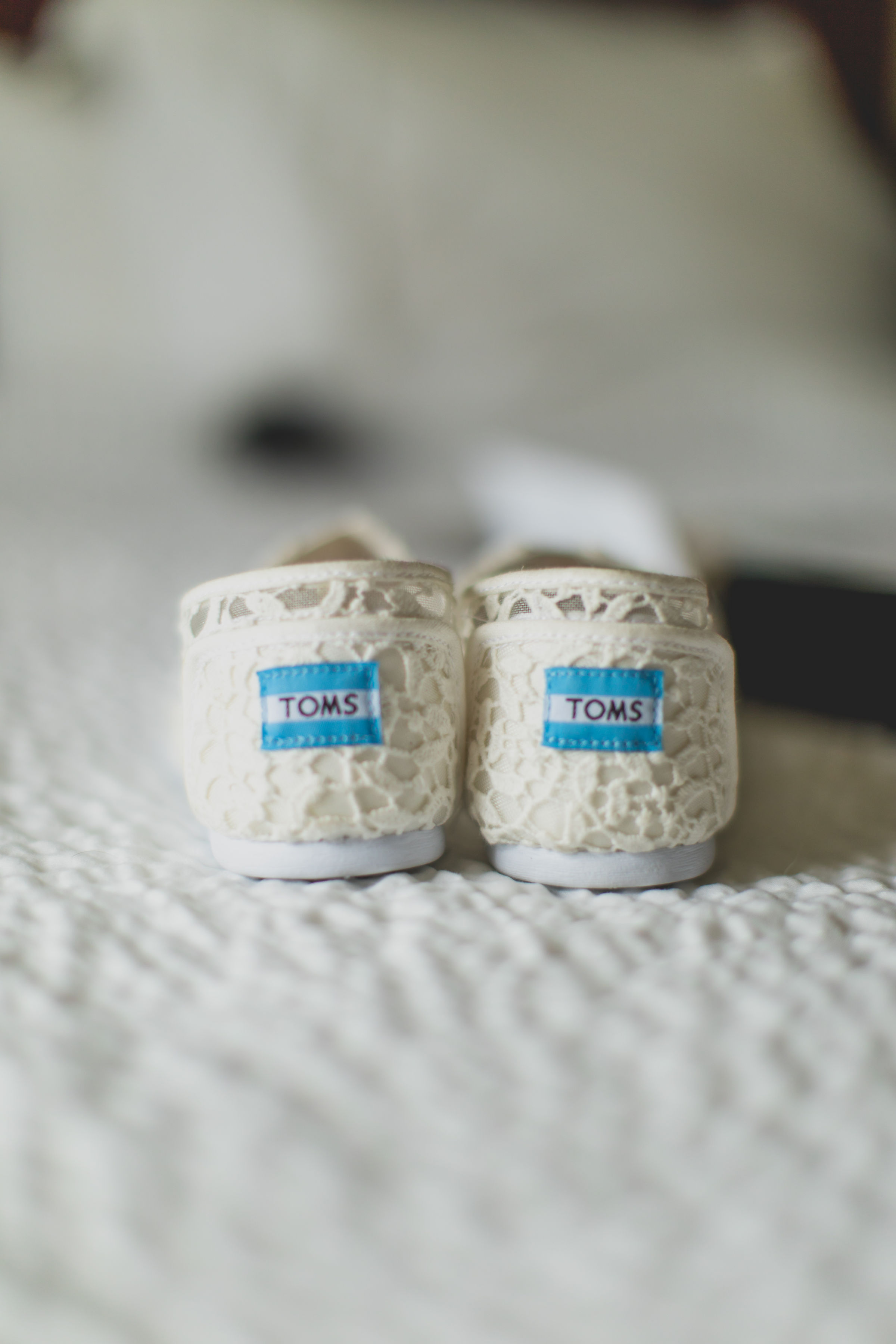 A pair of white lace toms