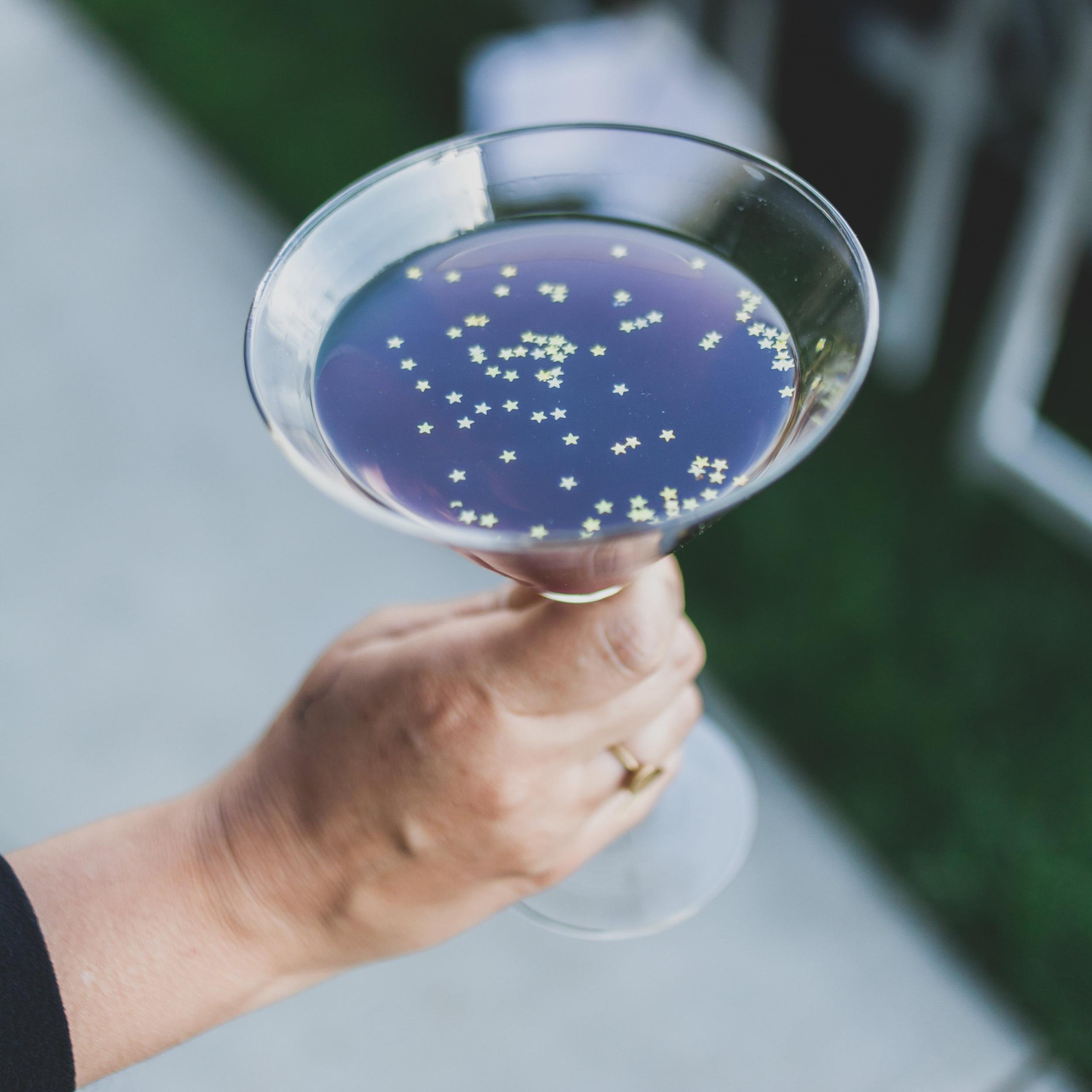 Modern Wedding Theme - Martinis garnished with floating star confetti.