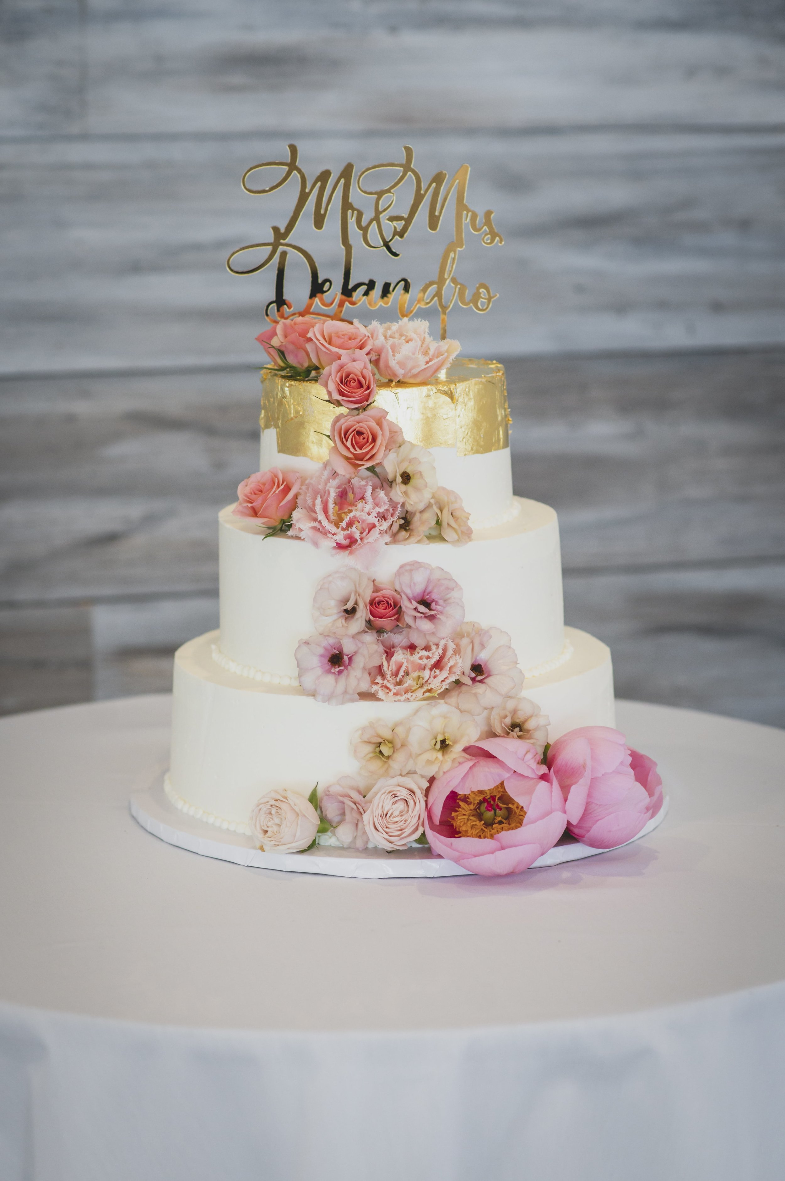 floral-themed-wedding-cake