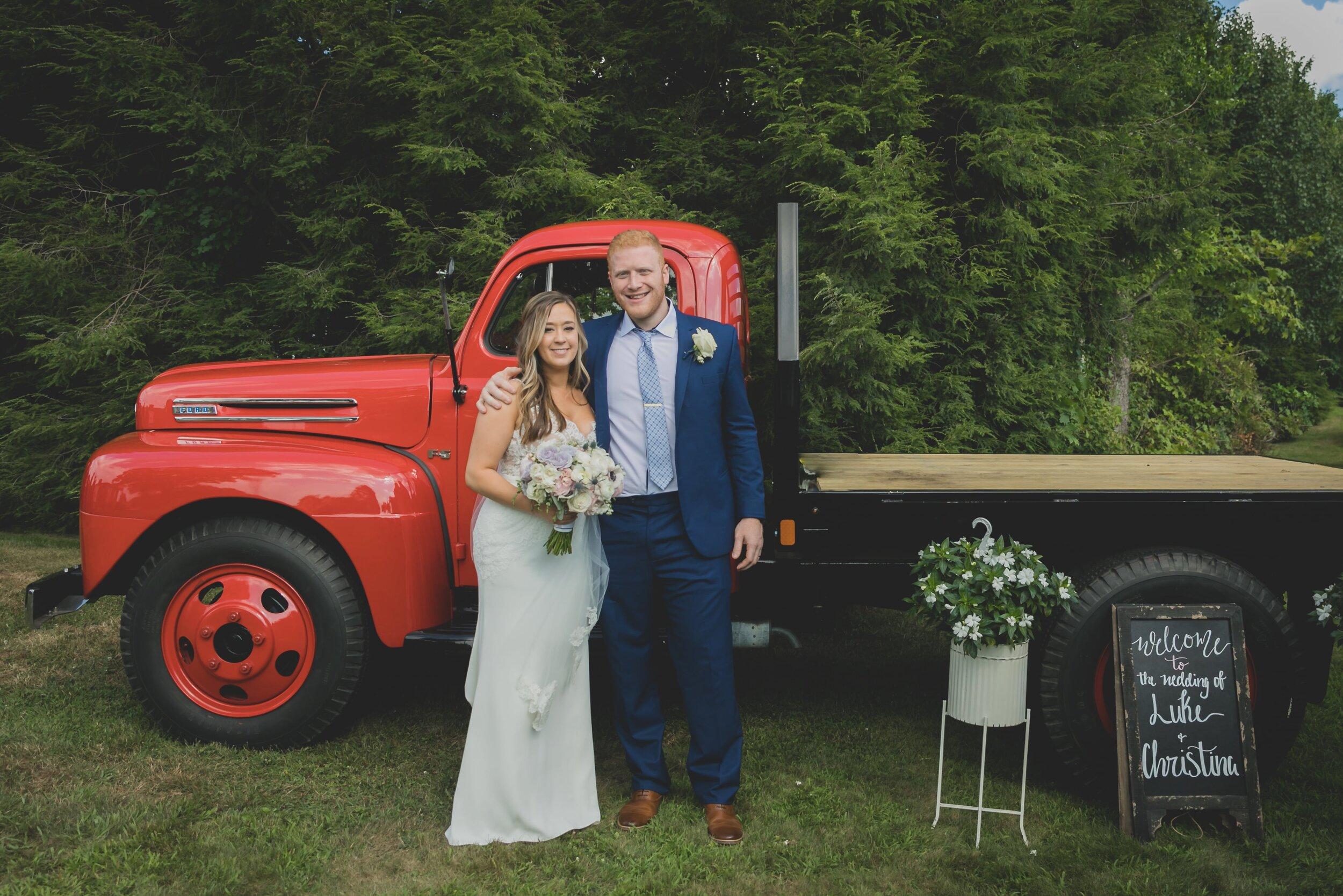 backyard-wedding-ideas-welcome-sign