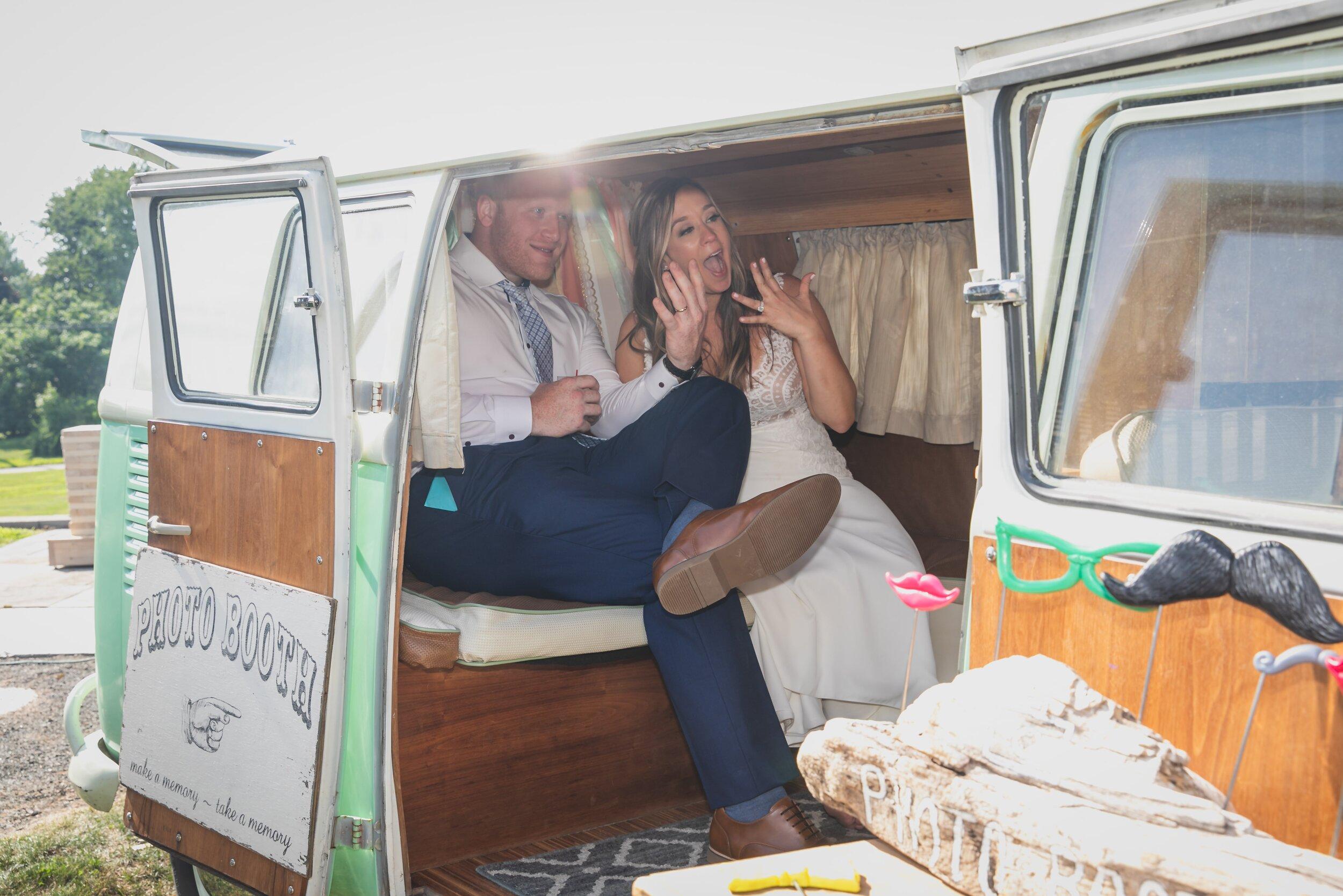 backyard-wedding-ideas-mobile-photobooth