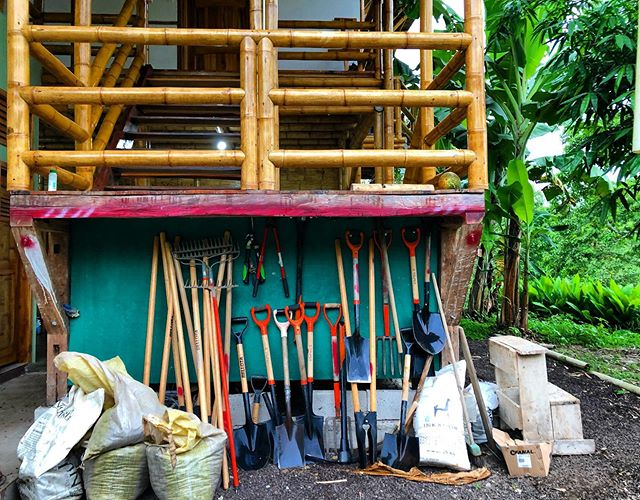 """Our house (and tools) are clean enough to be healthy, and dirty enough to be happy""🌱🎑🌞💦👩🏽‍🌾 #bamboohouse #bambooarchitecture #bambooconstruction #bamboofarm #bamboowork #farm #agroecology #agroforestry #agrobusiness #localeconomy #agronomy #farmlife #junglelife #dirtytools #tools #motivation #dirtlife #dirtylife #cleantools #cleanhousecleanmind #cleanhouse"